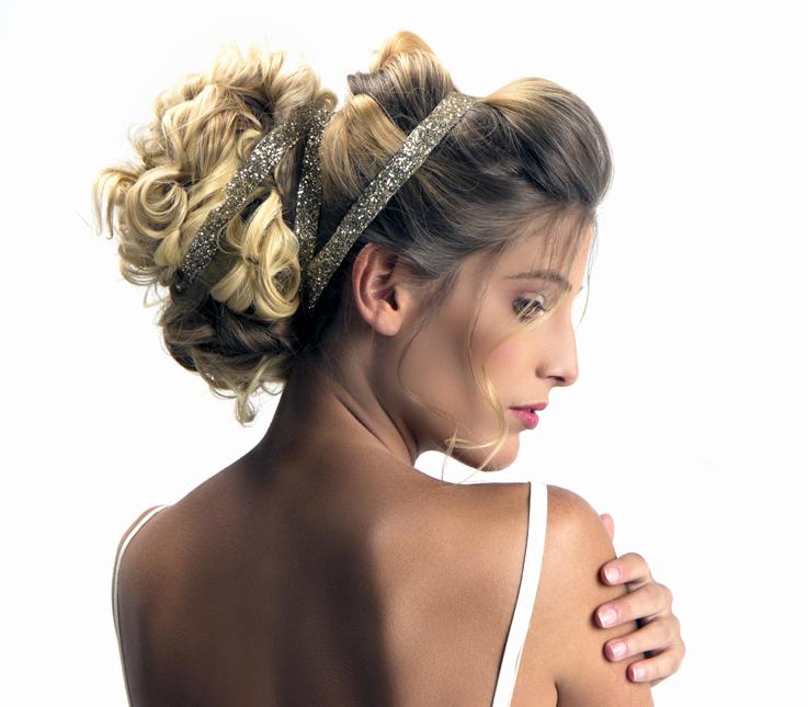 Recogido romántico en cabello ondulado