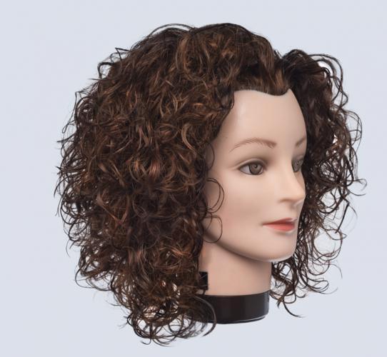 Cómo crear irregularidad en un cabello rizado