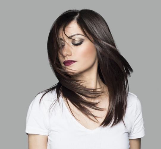 Cómo degradar un cabello largo con técnica de angulación