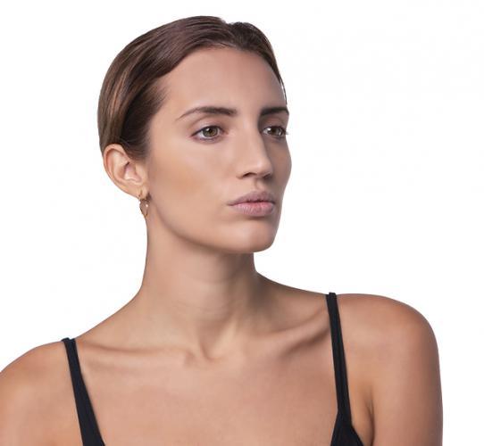Diseño de cejas con maquillaje