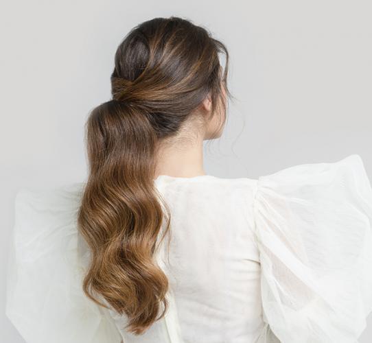 Glam crossover ponytail