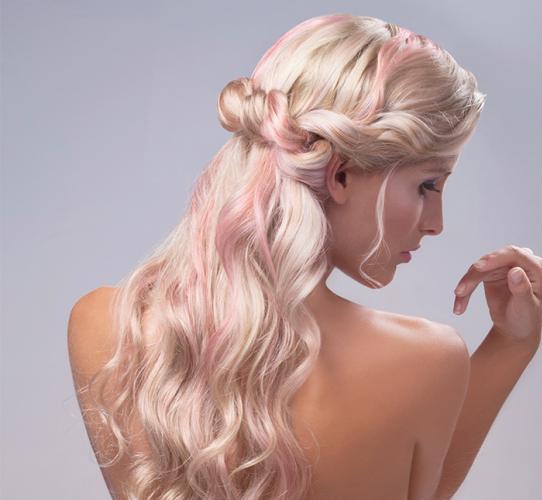 Semi-Recogido con cabello ondulado