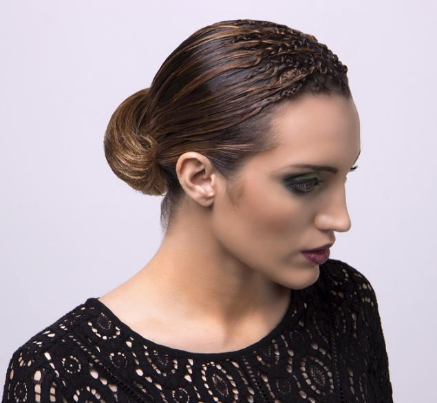 Recogido con dibujo prensado en cabello medio