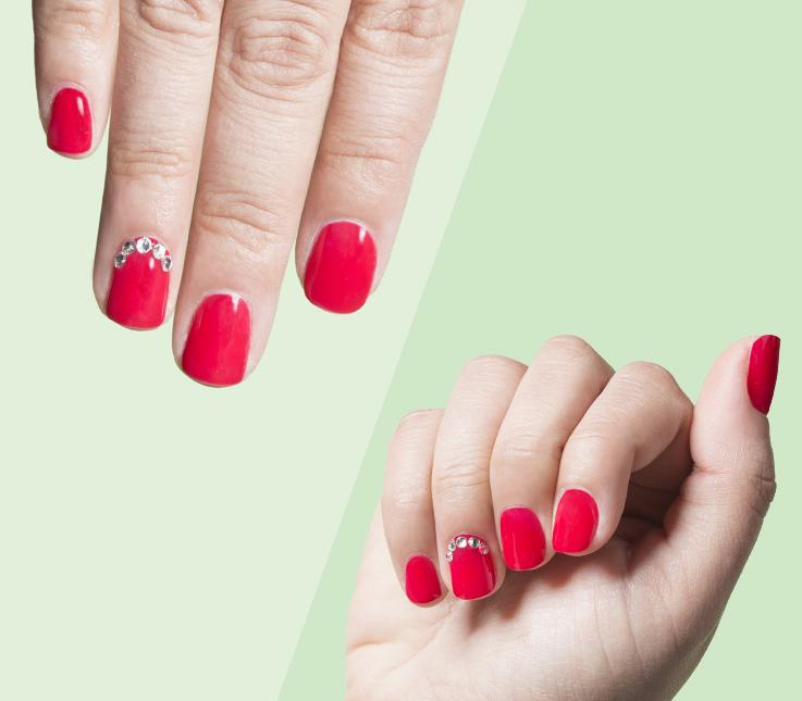 Decoración de uñas con piedras brillantes