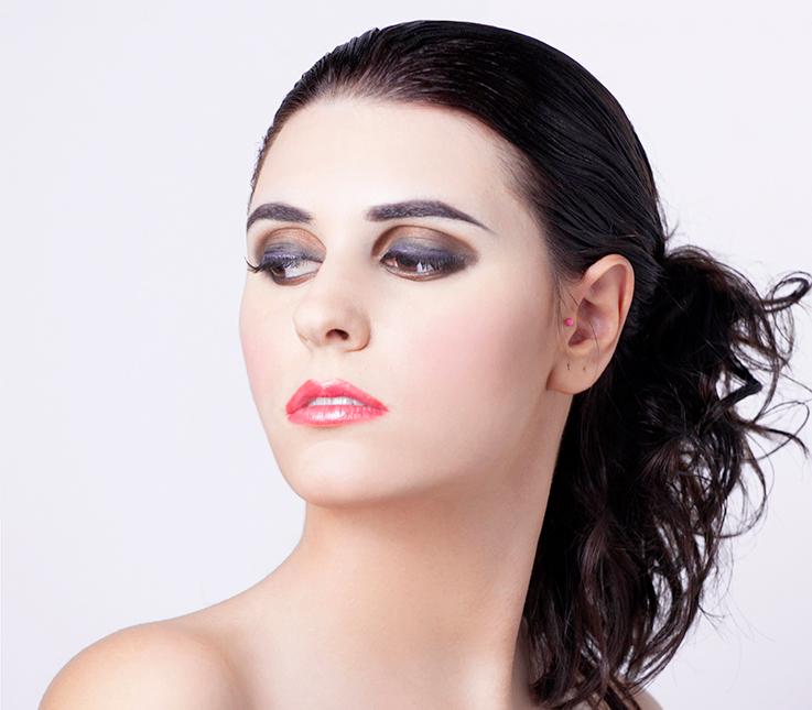 Maquillaje con técnica de ojo ahumado